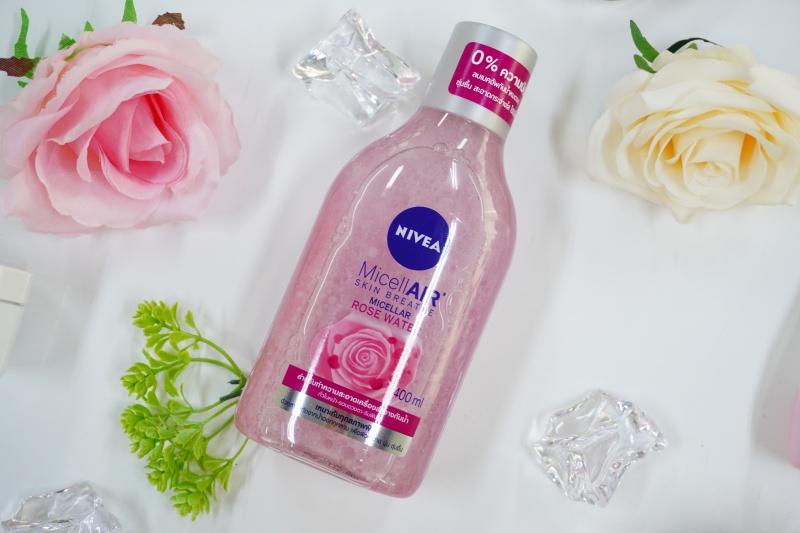 รีวิว NIVEA Micellair Skin Breathe Micellar Rose Water Micellair Skin Breathe Micellar Rose Water NIVEA Micellair Skin Breathe Micellar Rose Water อันดับ 7 Cleansing Lotion/ Water 464 pt. จำนวน 98 รีวิว เรตติ้งจากผู้ใช้ผลิตภัณฑ์ (4.69/5) อันดับ 7 Cleansing Lotion/ Water ข้อมูลผลิตภัณฑ์ จากประเทศGermany เหมาะสำหรับทุกสภาพผิว ปริมาณ400 ml. อายุการใช้งาน2 ปี หลังจากเปิดใช้ครั้งแรก ราคา 299 บาท ข้อแนะนำเขย่าก่อนใช้ทุกครั้ง จุดเด่นด้วยสารสกัดจาก rose water จะช่วยเพิ่มความอ่อนโยนต่อผิวในทุกหยด ให้ผิวหน้านุ่ม ชุ่มชื้น กระจ่างใส แลดูสุขภาพดี คลีนซิ่ง Nivea Micellair Skin Breathe Micellar Rose Water